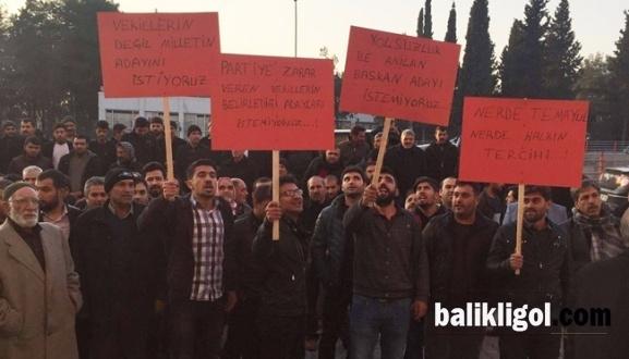 Urfa AK Parti Önünde İlçe Aday Listeleri Eylemi