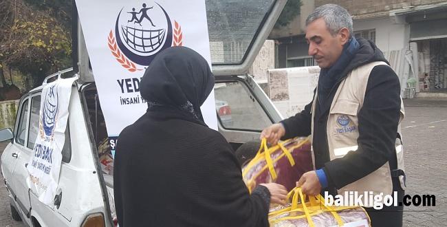 Yedi Başak Derneği Yeni Yılın İlk Günü Fakirlere Battaniye Dağıttı