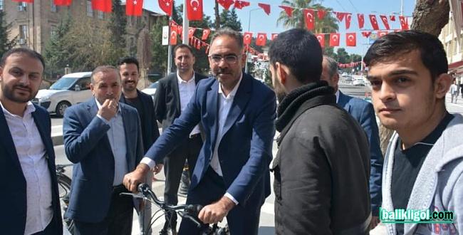 Başkan Adayı Mehmet Kuş 11 Nisan Fuar caddesini Gezdi