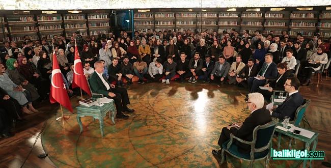 Erdoğan, Millet Kıraathanesinde gençlerle canlı yayına katıldı
