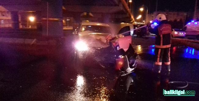 Sırrın Köprülü Kavşağında trafik kazası