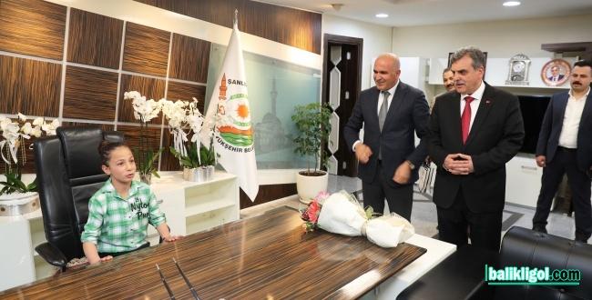 Başkan Beyazgül Başkanlık Makamını Resul Barış'a Devretti