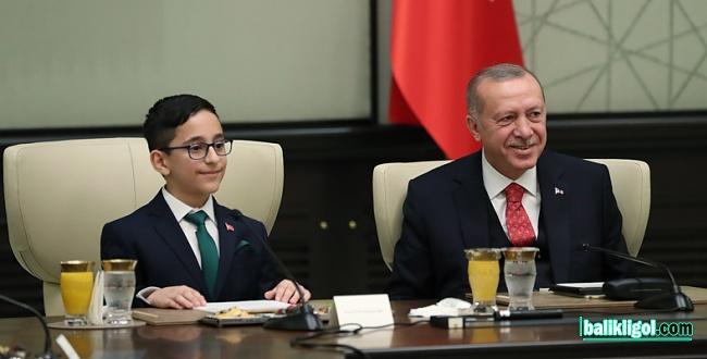 Cumhurbaşkanı Erdoğan koltuğunu Ozan Sözeyataroğlu'na bıraktı