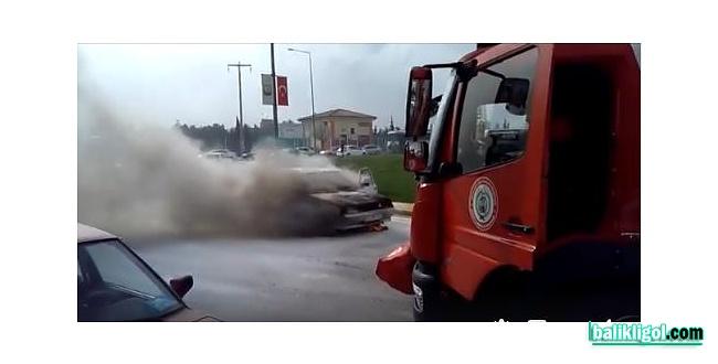 Şanlıurfa'da seyir halindeki otomobil küle döndü