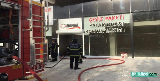 Şanlıurfa'da Mobilya Mağazasında Yangın