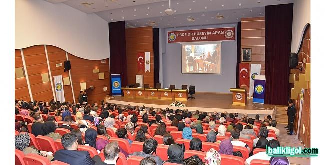 Üniversitesitede Sergi, Gala ve Panel Üçü Bir Arada Gerçekleşti