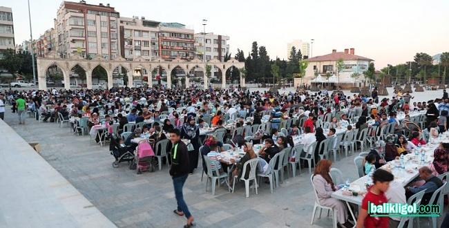 Binlerce Kişi Büyükşehir'in Kardeşlik Sofrasında Buluştu