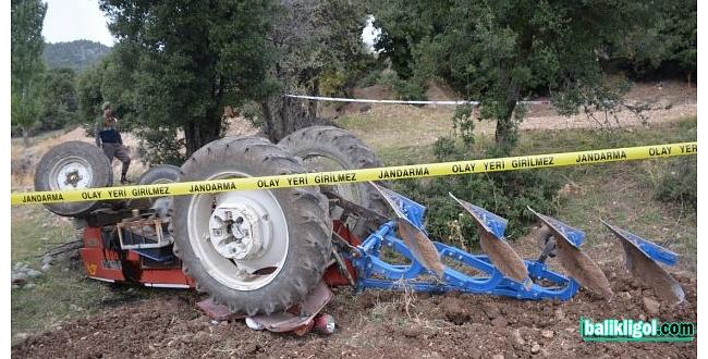 Traktör devrildi, sürücüsü hayatını kaybetti