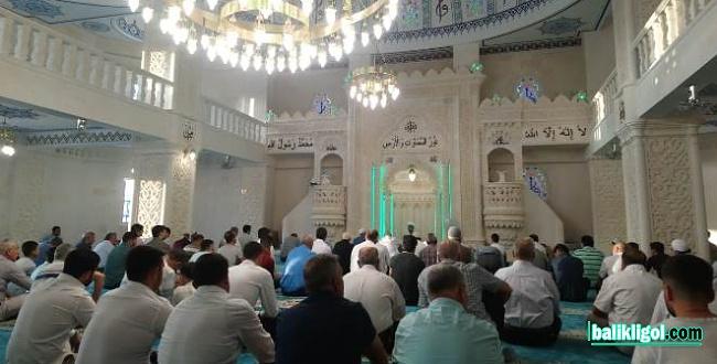 Şanlıurfalılar bayram namazı için Dergah'a akın etti