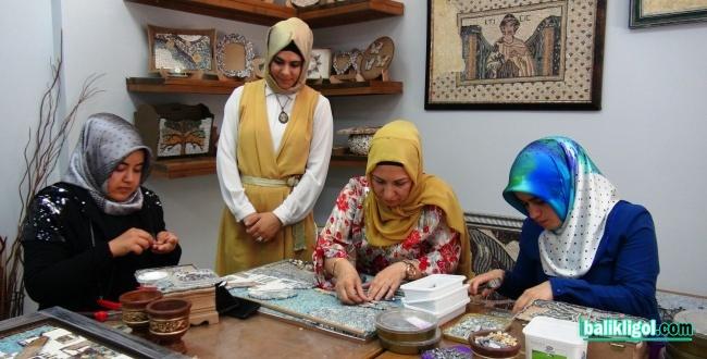 Kadınlara Yönelik Mozaik Kursları Düzenliyor