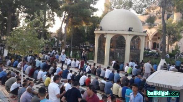 Urfa'da Kurban Bayramı Namazında Camiler Doldu Taştı