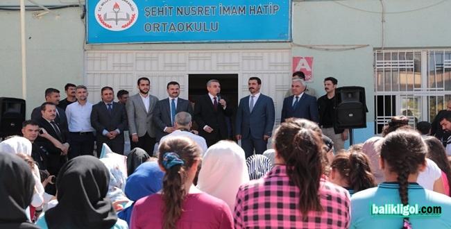 Başkan Beyazgül 780 bin öğrencinin sevincine ortak oldu