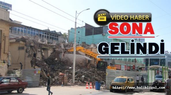 Büyükşehir Belediyesi Ek Hizmet Binası Yıkımı Yapılıyor