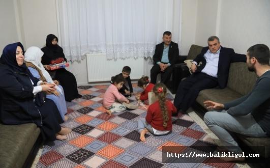 O Aileleri Ziyaret Eden Başkan Beyazgül: Hayırlı Olsun