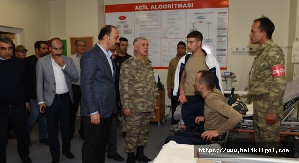 Vali Erin Yaralı Askerleri Hastanede Ziyaret Etti