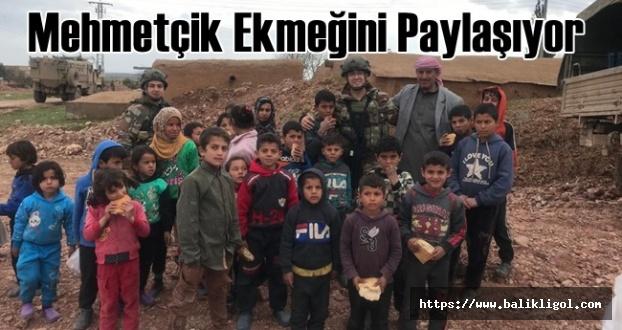 Askerimiz Suriyeli Çocuklarla Ekmeğini Bölüşüyor