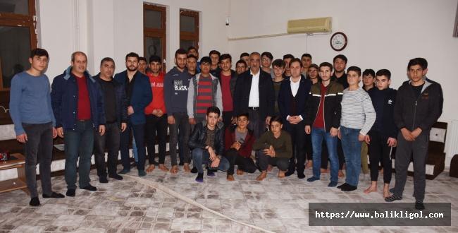 Başkan Bayık TÜGVA'lı Gençlerle Buluştu