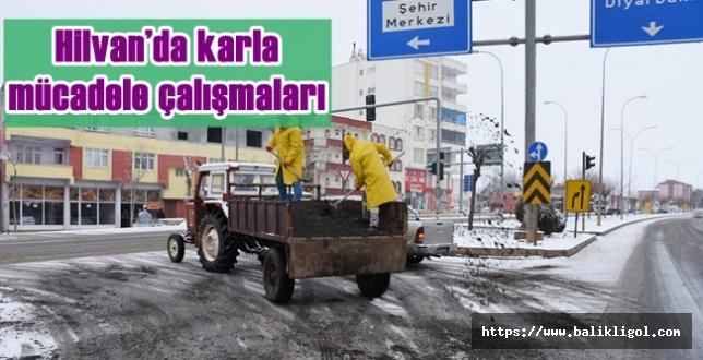 Hilvan Belediyesi Cadde ve sokaklarda tuzlama çalışmalarına başlattı