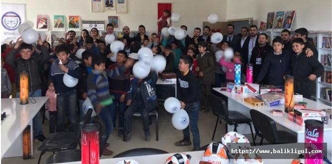 İstanbul'dan Gelen Öğrenciler Urfa Köy Okulunda Şehit Adına Kütüphane Açtılar