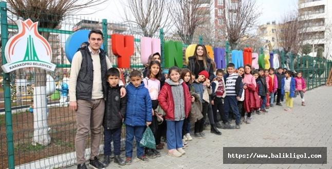 Köy Okulundan Gelip Oyuncaklarla İngilizce Dersi Yaptılar