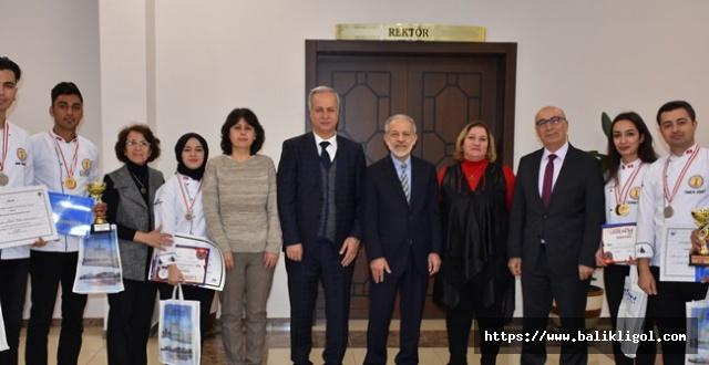 Üniversiteli Aşçıları Urfa'ya 4 Altın, 2 Gümüş, 1 Bronzla Döndüler