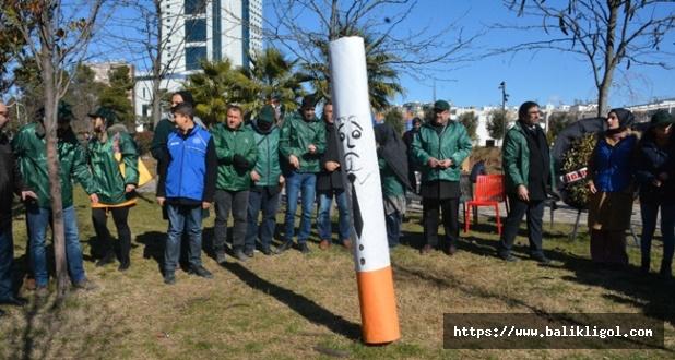 Yeşilay'dan İlginç Eylem! Sigarayı Şeytan Gibi Taşladılar