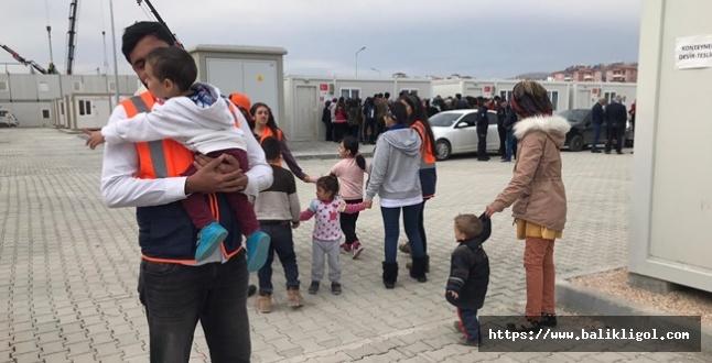 ŞURKAV Genç Kulübü Depremzade Çocuklara Oyuncak Dağıttı