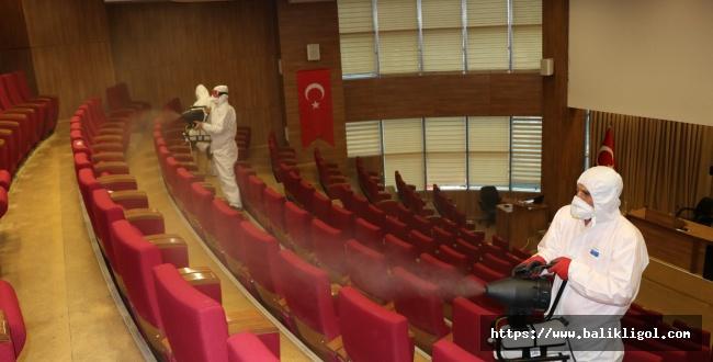 Urfa Büyükşehir Belediye Dezenfekte Çalışmalarına Devam Ediyor