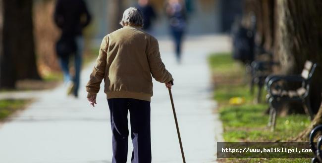 65 yaş üstü olanlar belgeleri ile sokağa çıkma yasağından muaf olacaklar