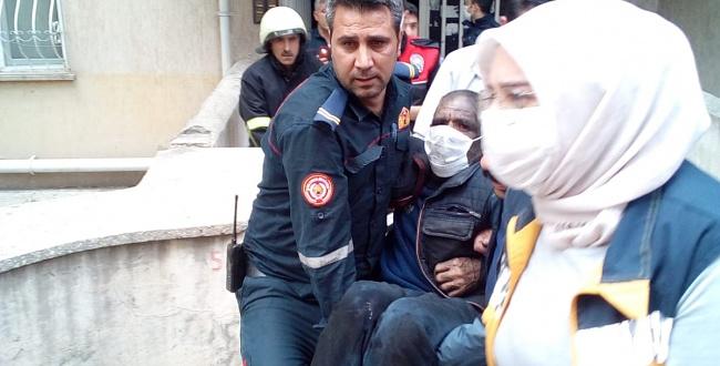 Engelli yaşlıyı Urfa İtfaiyesi yangından kurtardı