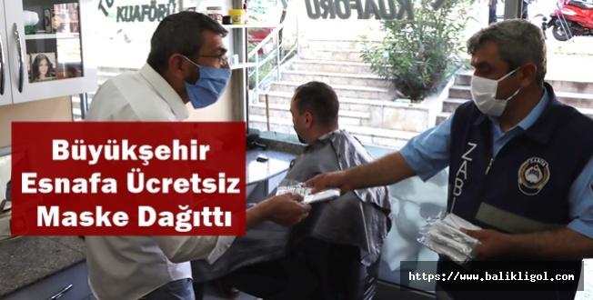 Büyükşehir Esnafa Ücretsiz Maske Dağıttı
