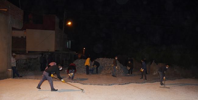 Hilvan'da ekipler gece mesaisi yapıyor