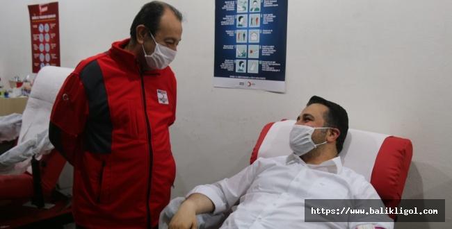 İl Başkanı Yıldız'dan Kızılay'a Kan Bağışı