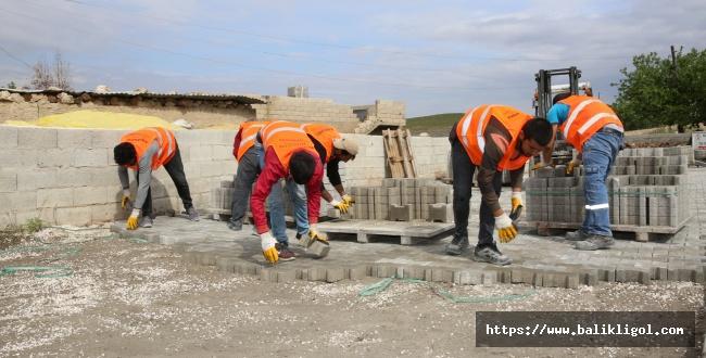 Karaköprü Belediyesi Yoğunburç'a Parke Taşı döşüyor