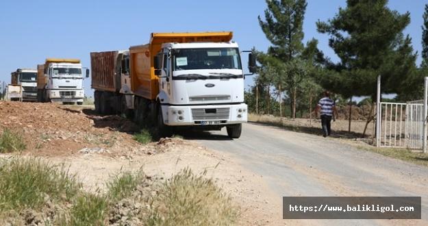 Karaköprü Kırsal Hozum Mahallesinde Yollar Yapılıyor