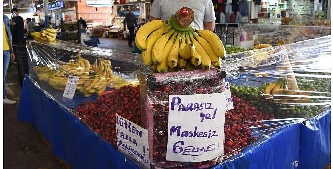 Sağlık Bakanı Koca, pazarcı ile uyardı