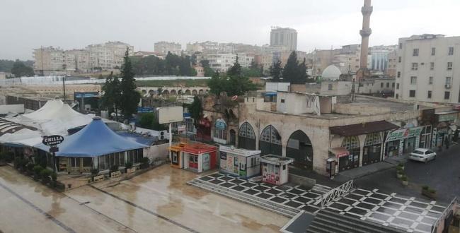 Sessizliğe bürünen Urfa'da bahar yağmuru