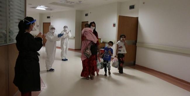 Urfa'da minik bebek koronavirüsü yenerek taburcu oldu