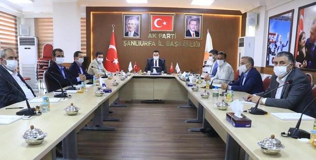 AK Parti Şanlıurfa İl Yönetimi, Sosyal Mesafe İle Toplandı