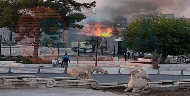 Tarihi Millet Hanı'nda yangın!
