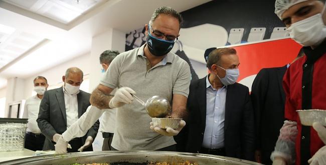 Başkan Kuş Sağlık Haftasında Aşure Dağıttı