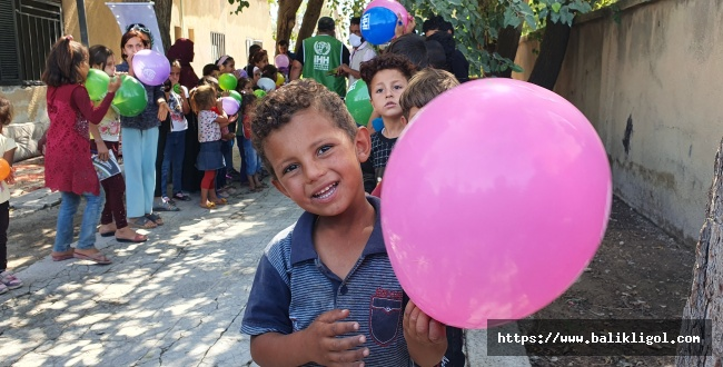 İHH, Tel Abyad'da yetimlere kırtasiye ve oyuncak dağıttı