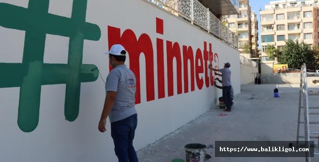 Rabia Meydanına 'Minnettarız' Yazdılar
