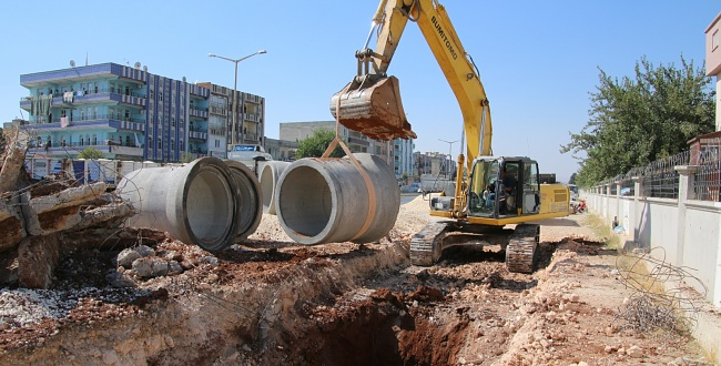 Şanlıurfa Büyükşehir Akçakale'de Yol Çalışması Yapıyor