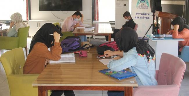 Eyyübiye Kitap Otağı Öğrenci Kabulüne Başladı