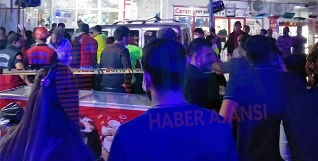 Otomobil markete girdi, 8 kişi yaralandı