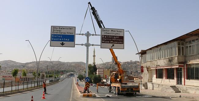 Urfa şehir içi yön tabelaları dikiliyor