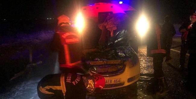 Akçakale'de seyir halindeki otomobil yandı