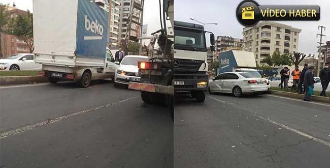 Karaköprü'de trafik kazası: Kamyonet ile otomobil çarpıştı