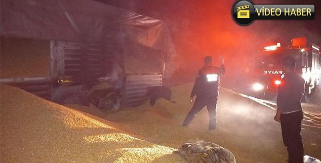 Şanlıurfa OSB Kavşağı'nda mısır yüklü tır yandı